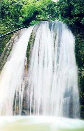 33 водопада включены в